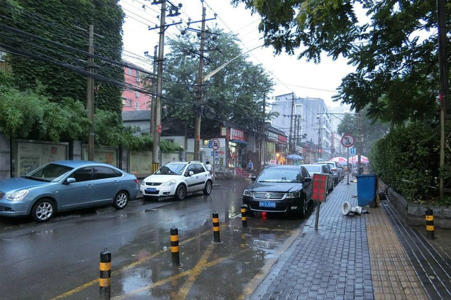 幸运快乐28搬家公司在雨中照常为您完美搬家