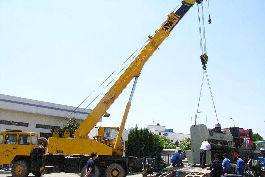 北京丰台搬家公司在遇到高难度吊装时应注意那些问题